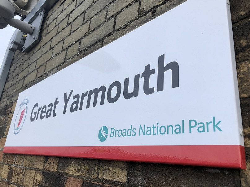 A sign with 'Great Yarmouth' written on it