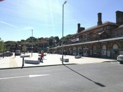 Ipswich Station - Mobile Retailer